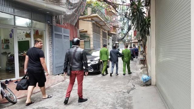 Cận cảnh khám xét nhà 2 cựu bộ trưởng Nguyễn Bắc Son và Trương Minh Tuấn  - Ảnh 14.