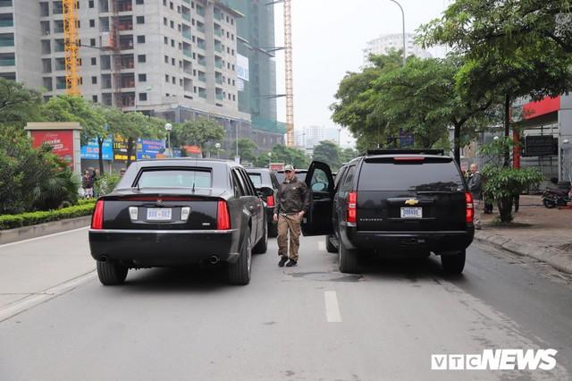 Cận cảnh Quái thú của Tổng thống Trump đổ xăng ở Hà Nội - Ảnh 4.