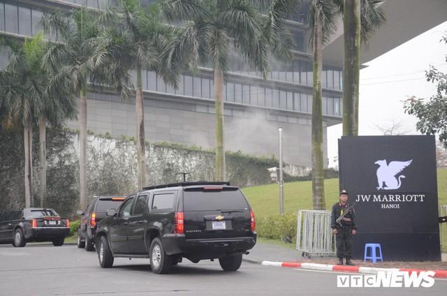 Dàn xe quái thú của Tổng thống Donald Trump đổ bộ khách sạn Marriott - Ảnh 8.