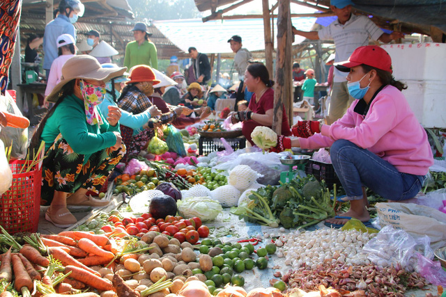 Việt Nam là một mỏ vàng tiềm năng cho các nhà bán lẻ quốc tế, nhưng những thói quen này của người Việt đang cản trở họ - Ảnh 3.