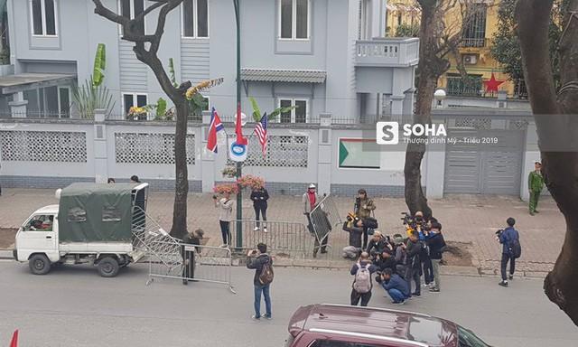 Nhân viên an ninh Triều Tiên tới một khách sạn lớn ở Hà Nội - Ảnh 6.