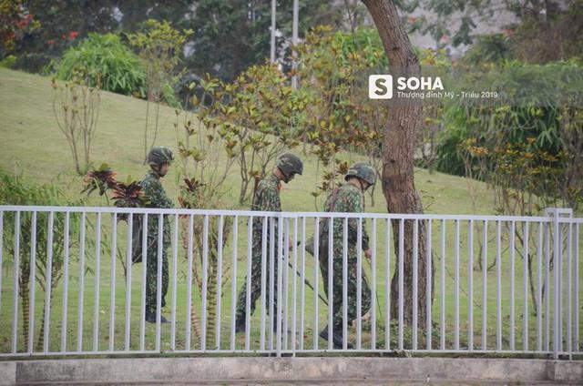 Công binh dò mìn tại các khách sạn lớn ở Hà Nội - Ảnh 4.
