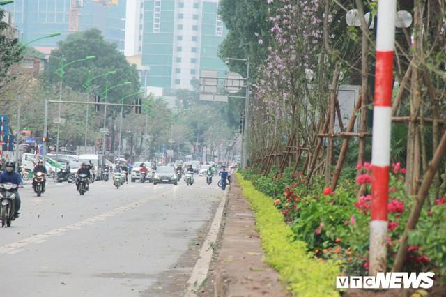 Ảnh: Đường phố Hà Nội rợp cờ hoa trước thềm Hội nghị thượng đỉnh Mỹ - Triều - Ảnh 6.