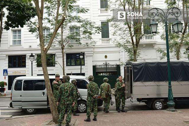 Công binh dò mìn tại các khách sạn lớn ở Hà Nội - Ảnh 7.