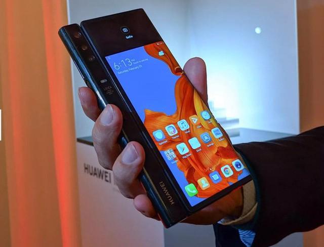 Huawei ra mắt smartphone màn hình gập 5G Mate X: mỏng hơn cả iPad Pro, sạc nhanh gấp 6 lần iPhone XS Max, giá 2.300 euro - Ảnh 2.