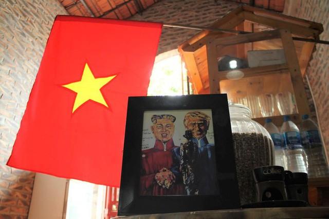 Thiết kế đặc biệt của quán cà phê Hà Nội ngập tràn tranh chân dung ông Donald Trump và ông Kim Jong Un - Ảnh 2.