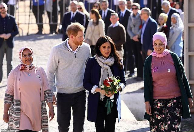 Bà bầu Meghan lấn át chồng trong sự kiện, khiến Hoàng tử Harry ngượng ngùng xấu hổ vì điều này - Ảnh 2.