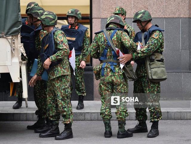 [Ảnh] 3 chú khuyển đặc biệt kiểm tra khách sạn Melia trước ngày Chủ tịch Kim Jong-Un đến Việt Nam - Ảnh 1.