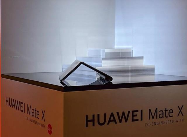 Huawei ra mắt smartphone màn hình gập 5G Mate X: mỏng hơn cả iPad Pro, sạc nhanh gấp 6 lần iPhone XS Max, giá 2.300 euro - Ảnh 11.