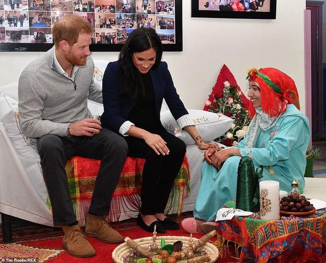 Bà bầu Meghan lấn át chồng trong sự kiện, khiến Hoàng tử Harry ngượng ngùng xấu hổ vì điều này - Ảnh 5.