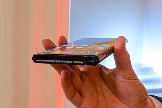 Huawei ra mắt smartphone màn hình gập 5G Mate X: mỏng hơn cả iPad Pro, sạc nhanh gấp 6 lần iPhone XS Max, giá 2.300 euro - Ảnh 8.