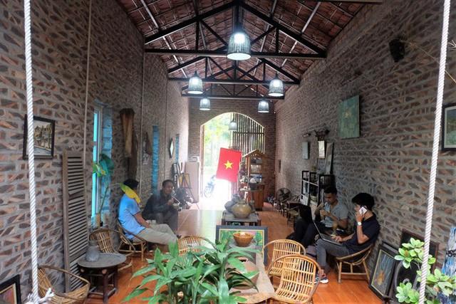 Thiết kế đặc biệt của quán cà phê Hà Nội ngập tràn tranh chân dung ông Donald Trump và ông Kim Jong Un - Ảnh 10.