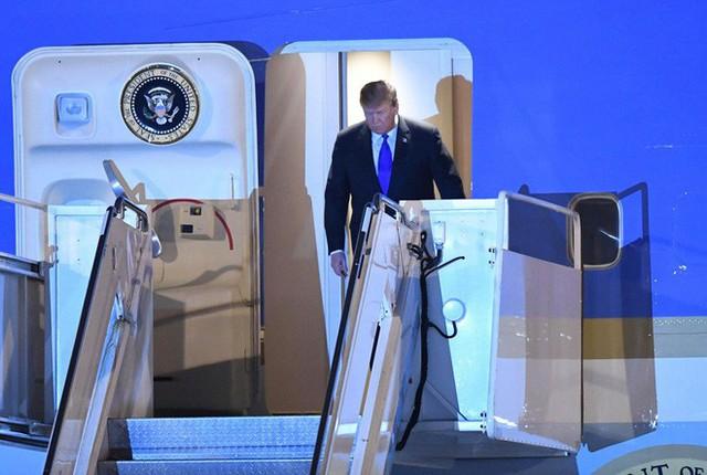 Đoàn siêu xe The Beast đưa Tổng thống Trump về khách sạn JW Marriott qua cửa bếp - Ảnh 13.