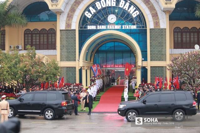 Khoảnh khắc đón đoàn tàu chủ tịch Triều Tiên Kim Jong Un tại ga Đồng Đăng - Ảnh 1.