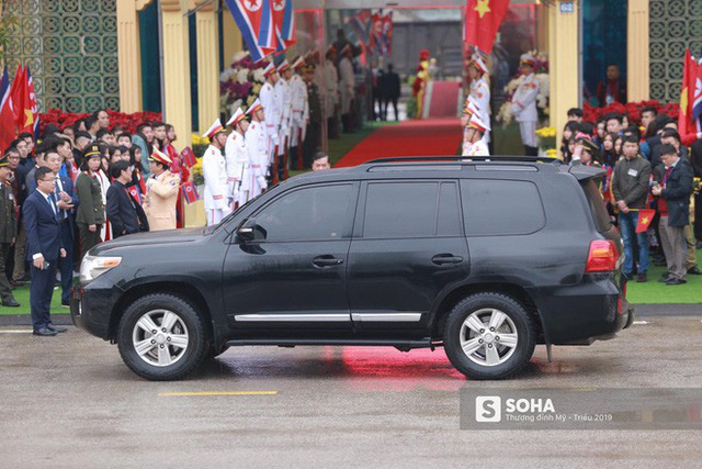 Khoảnh khắc đón đoàn tàu chủ tịch Triều Tiên Kim Jong Un tại ga Đồng Đăng - Ảnh 2.