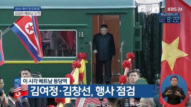 Chủ tịch Triều Tiên Kim Jong Un cùng em gái bước xuống từ tàu bọc thép, bắt đầu công du Việt Nam - Ảnh 2.