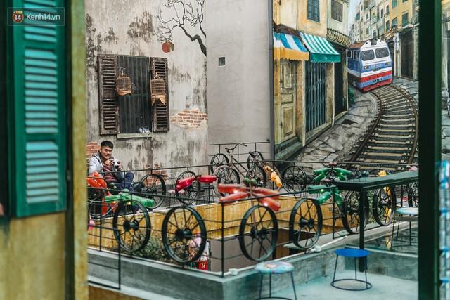 Chuyện chàng trai lớn lên từ ngôi làng ung thư quyết tâm tạo một quán cafe từ hàng nghìn đồ tái chế giữa phố cổ Hà Nội - Ảnh 2.