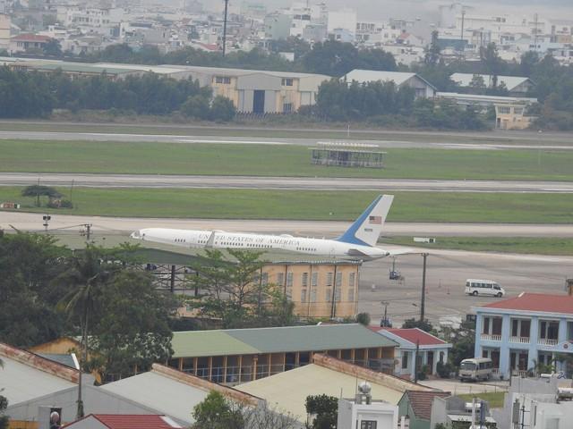 Máy bay dự phòng của Tổng thống Donald Trump hạ cánh xuống sân bay Đà Nẵng - Ảnh 2.