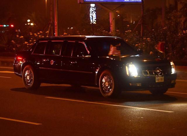 Đoàn siêu xe The Beast đưa Tổng thống Trump về khách sạn JW Marriott qua cửa bếp - Ảnh 2.