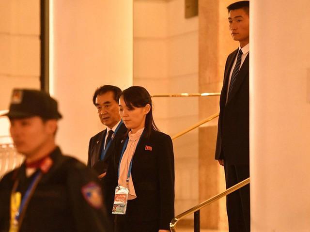 Nóng: Em gái ông Kim Jong-un cùng quan chức Triều Tiên bất ngờ xuất hiện tại khách sạn Metropole - Ảnh 2.