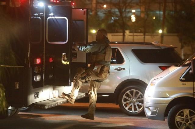 Đoàn siêu xe The Beast đưa Tổng thống Trump về khách sạn JW Marriott qua cửa bếp - Ảnh 35.
