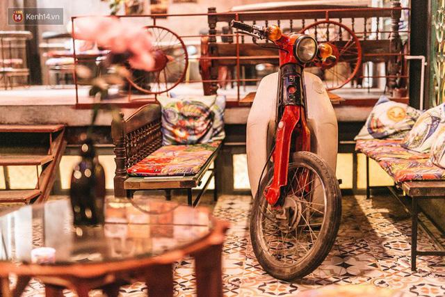 Chuyện chàng trai lớn lên từ ngôi làng ung thư quyết tâm tạo một quán cafe từ hàng nghìn đồ tái chế giữa phố cổ Hà Nội - Ảnh 17.