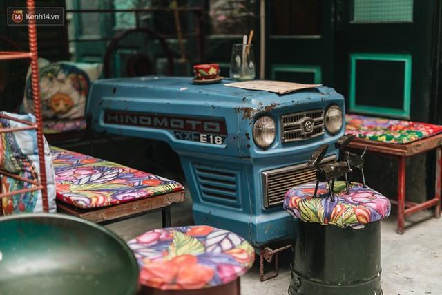 Chuyện chàng trai lớn lên từ ngôi làng ung thư quyết tâm tạo một quán cafe từ hàng nghìn đồ tái chế giữa phố cổ Hà Nội - Ảnh 3.