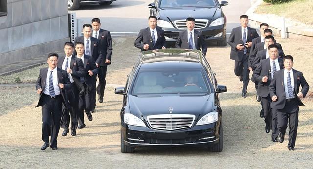 Đội vệ sĩ chạy theo xe chủ tịch Kim Jong-un: Gia thế khủng, lá chắn sống của người đứng đầu Triều Tiên - Ảnh 3.