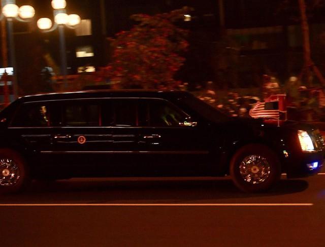 Đoàn siêu xe The Beast đưa Tổng thống Trump về khách sạn JW Marriott qua cửa bếp - Ảnh 4.