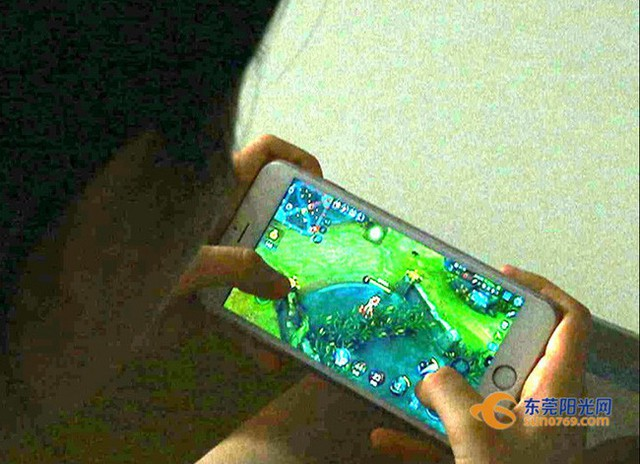 Cô gái trẻ bị mù một bên mắt và lời cảnh tỉnh cho những ai không muốn rời mắt khỏi màn hình điện thoại - Ảnh 3.