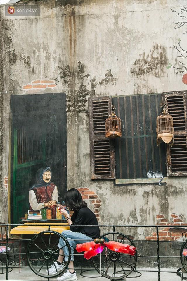 Chuyện chàng trai lớn lên từ ngôi làng ung thư quyết tâm tạo một quán cafe từ hàng nghìn đồ tái chế giữa phố cổ Hà Nội - Ảnh 21.