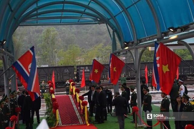 Khoảnh khắc đón đoàn tàu chủ tịch Triều Tiên Kim Jong Un tại ga Đồng Đăng - Ảnh 4.