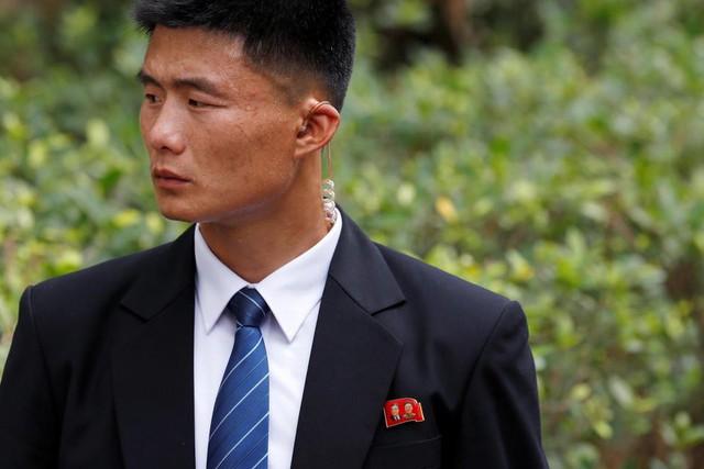 Đội vệ sĩ chạy theo xe chủ tịch Kim Jong-un: Gia thế khủng, lá chắn sống của người đứng đầu Triều Tiên - Ảnh 4.