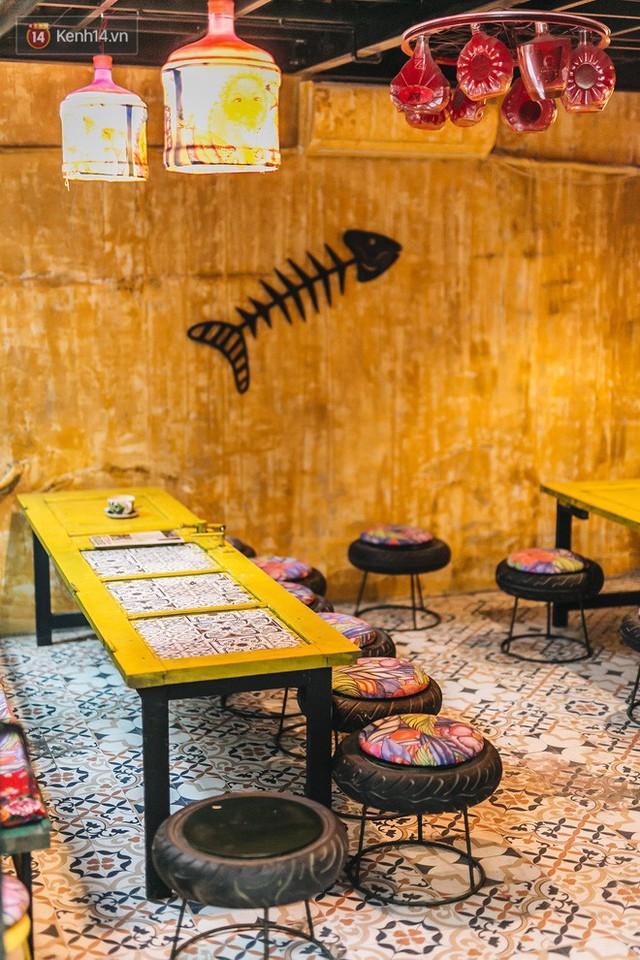 Chuyện chàng trai lớn lên từ ngôi làng ung thư quyết tâm tạo một quán cafe từ hàng nghìn đồ tái chế giữa phố cổ Hà Nội - Ảnh 5.