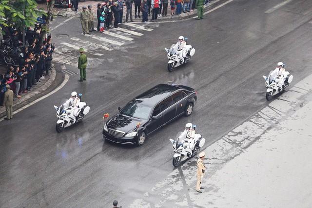Đoàn xe chủ tịch Triều Tiên Kim Jong Un tiến vào trung tâm Hà Nội - Ảnh 5.