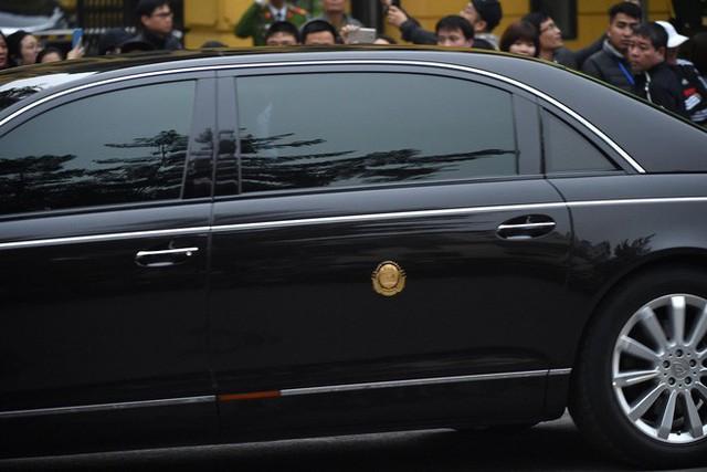 [ẢNH] Chủ tịch Kim Jong Un thăm Đại sứ quán Triều Tiên trong ngày đầu tiên đến Hà Nội - Ảnh 5.
