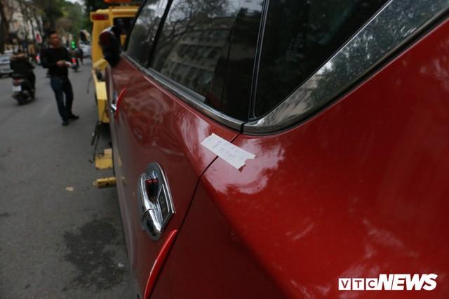 Hàng loạt xe ô tô vi phạm ở Hà Nội bị cẩu trước thềm Hội nghị Mỹ - Triều - Ảnh 6.