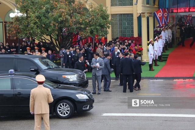 Khoảnh khắc đón đoàn tàu chủ tịch Triều Tiên Kim Jong Un tại ga Đồng Đăng - Ảnh 7.