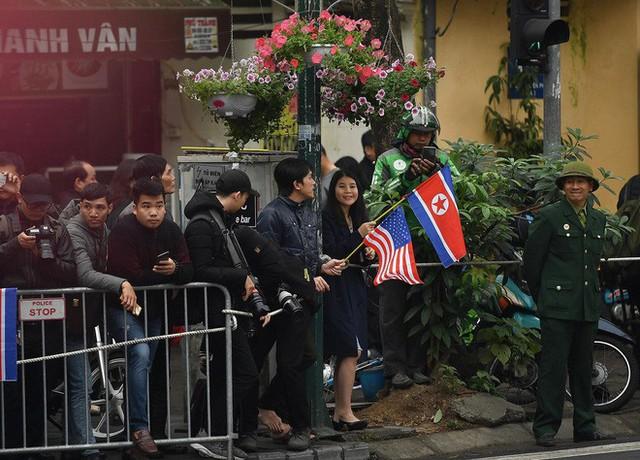 Chủ tịch Triều Tiên Kim Jong Un cùng em gái bước xuống từ tàu bọc thép, bắt đầu công du Việt Nam - Ảnh 7.