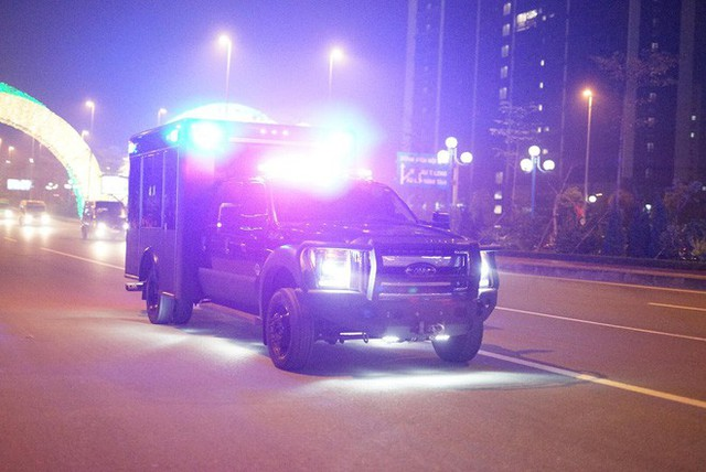 Đoàn siêu xe The Beast đưa Tổng thống Trump về khách sạn JW Marriott qua cửa bếp - Ảnh 8.
