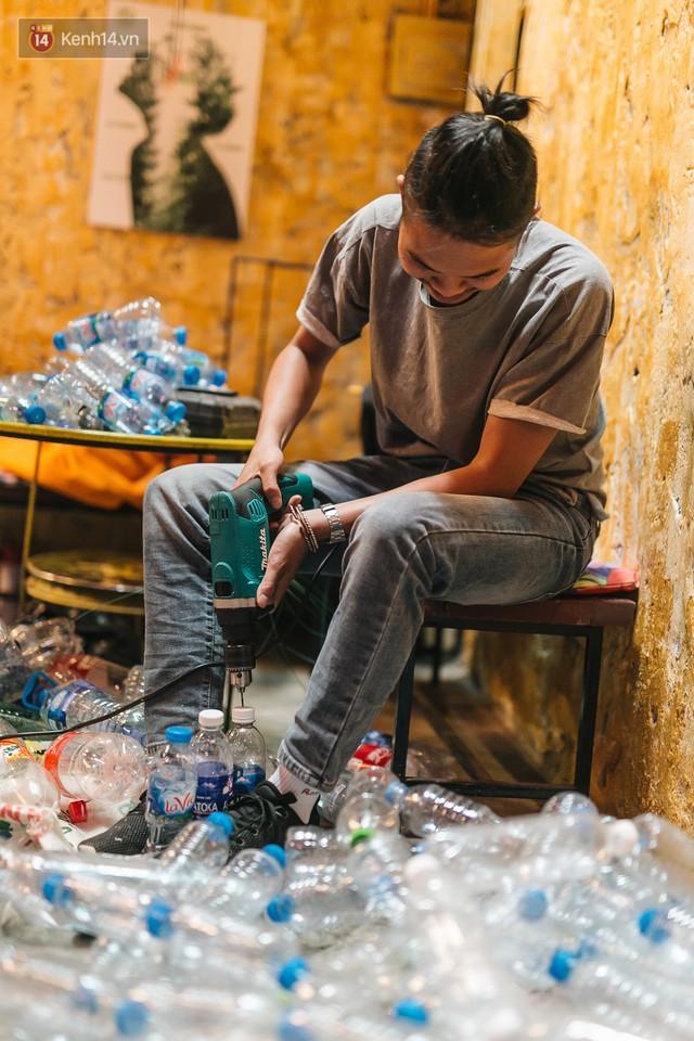 Chuyện chàng trai lớn lên từ ngôi làng ung thư quyết tâm tạo một quán cafe từ hàng nghìn đồ tái chế giữa phố cổ Hà Nội - Ảnh 9.