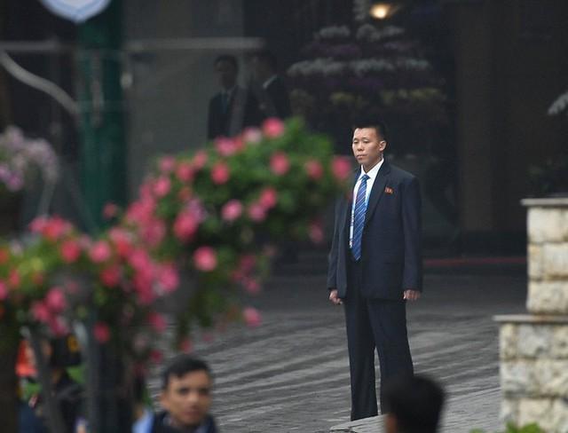 Chủ tịch Triều Tiên Kim Jong Un cùng em gái bước xuống từ tàu bọc thép, bắt đầu công du Việt Nam - Ảnh 9.