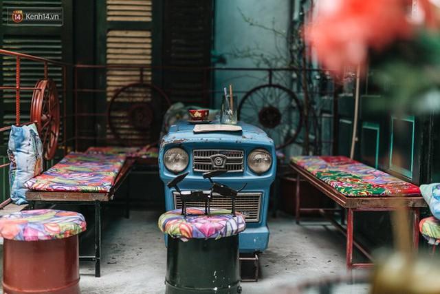Chuyện chàng trai lớn lên từ ngôi làng ung thư quyết tâm tạo một quán cafe từ hàng nghìn đồ tái chế giữa phố cổ Hà Nội - Ảnh 10.