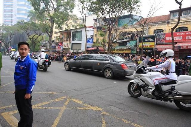 Nhìn gần đoàn xe Triều Tiên lăn bánh trên phố Hà Nội - Ảnh 10.