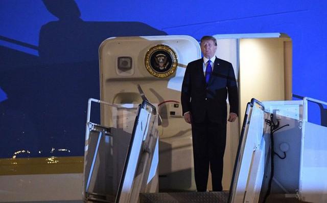 Đoàn siêu xe The Beast đưa Tổng thống Trump về khách sạn JW Marriott qua cửa bếp - Ảnh 14.