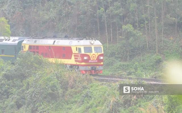 Đoàn tàu chủ tịch Kim Jong Un đi qua Nà Pàn, Lạng Sơn, chuẩn bị tới Đồng Đăng - Ảnh 1.