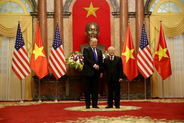 [NÓNG] Tổng thống Trump đã tới Phủ Chủ tịch để tham gia hội đàm cùng Tổng Bí thư, Chủ tịch nước Nguyễn Phú Trọng - Ảnh 9.
