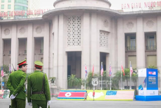 Nhiều tuyến phố Hà Nội vắng lặng, yên bình trước giờ diễn ra cuộc gặp thượng đỉnh giữa Tổng thống Donald Trump và Chủ tịch Kim Jong Un - Ảnh 2.