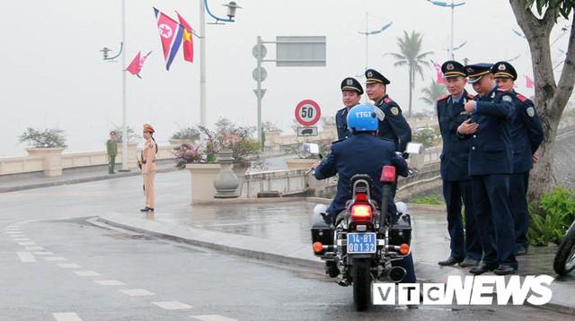 Ảnh: Quảng Ninh thắt chặt an ninh chào đón đoàn Triều Tiên thăm vịnh Hạ Long - Ảnh 11.