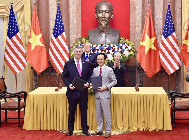 TT Trump trở về khách sạn sau hai buổi hội đàm cùng Tổng Bí thư, Chủ tịch nước Nguyễn Phú Trọng và Thủ tướng Nguyễn Xuân Phúc - Ảnh 11.